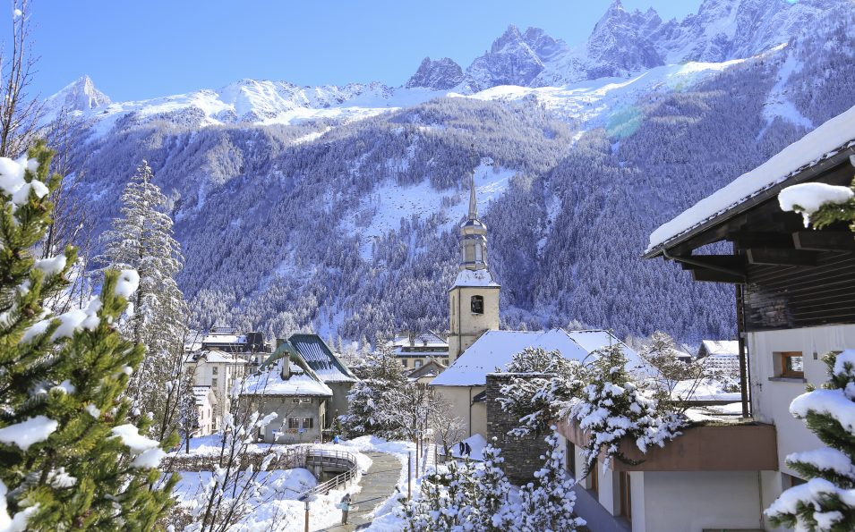 http://www.toursaltitude.com/wp-content/uploads/2014/07/Chamonix-City-Winter-®Monica-Dalmasso-955x595.jpg