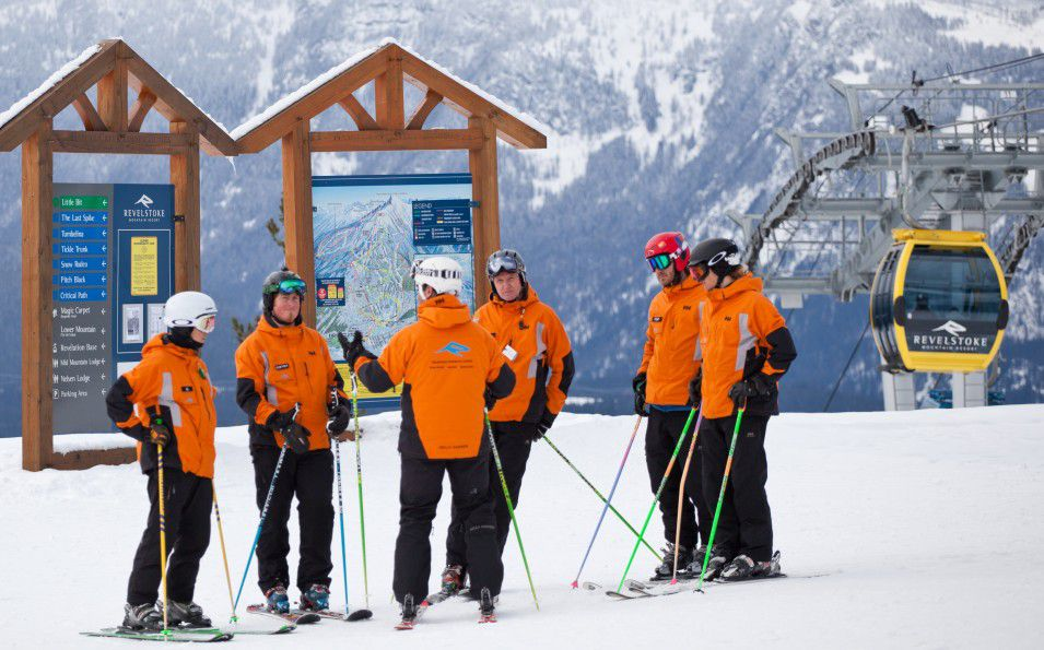 http://www.toursaltitude.com/wp-content/uploads/2014/07/Revelstoke-Mountain-Resort-8-Royce-Sihlis-955x595.jpg