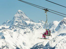http://www.toursaltitude.com/wp-content/uploads/2014/07/Ski-SunshineVillage-Zizka-8-280x210.jpg