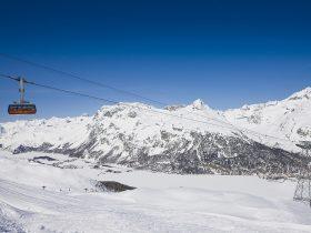 http://www.toursaltitude.com/wp-content/uploads/2014/07/Swiss_Image_esm7827JPG-280x210.jpg