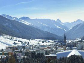 http://www.toursaltitude.com/wp-content/uploads/2014/07/Village-Davos-Stephan-Schlumpf-280x210.jpg