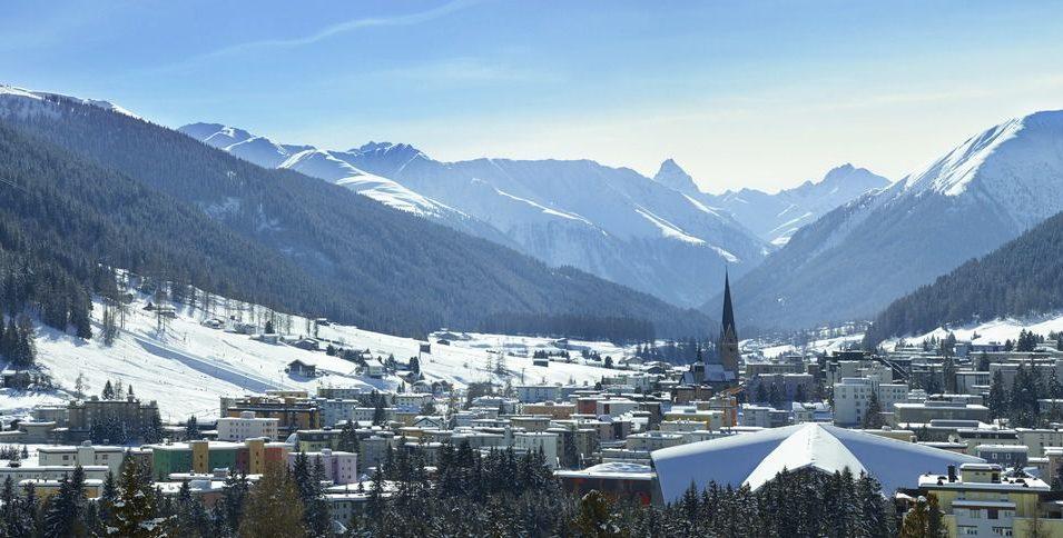 http://www.toursaltitude.com/wp-content/uploads/2014/07/Village-Davos-Stephan-Schlumpf-955x484.jpg
