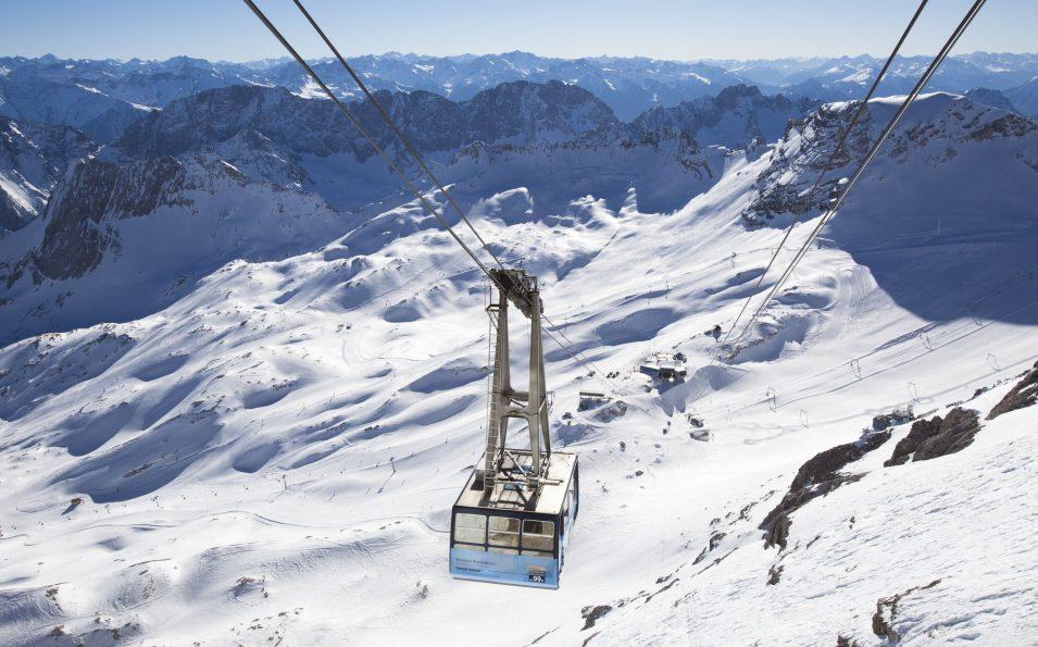 http://www.toursaltitude.com/wp-content/uploads/2014/07/gletscherbahn_winter_14_farys-955x595.jpg