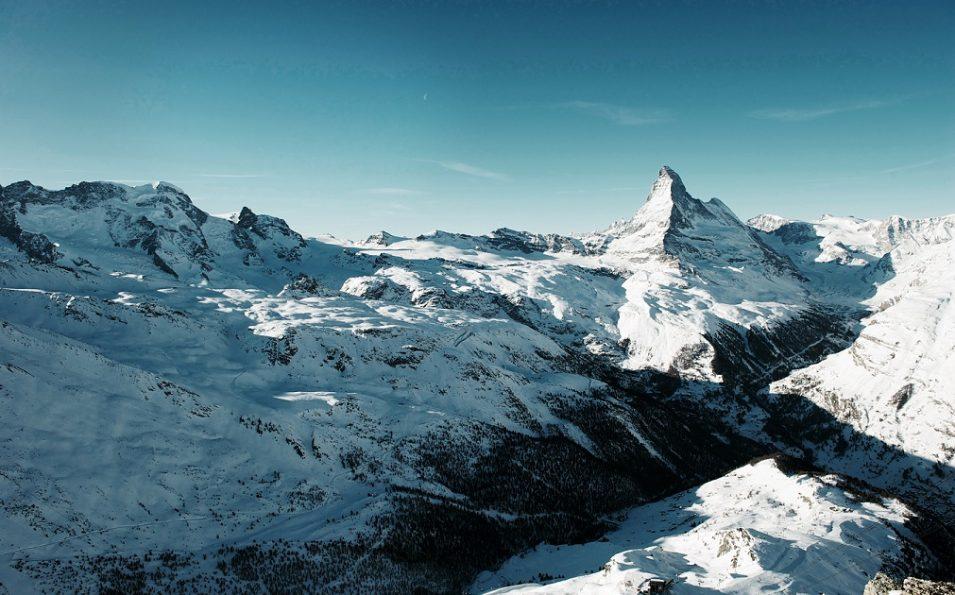 http://www.toursaltitude.com/wp-content/uploads/2014/07/header_panorama-winter-JPG-955x595.jpg