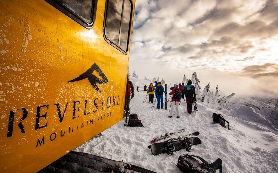 http://www.toursaltitude.com/wp-content/uploads/2014/07/jpJohn-Antoniuk-8-Revelstoke-955x595.jpg