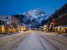 http://www.toursaltitude.com/wp-content/uploads/2014/07/winter-banff-avenue-night-Zizka-5-280x210.jpg