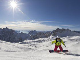 http://www.toursaltitude.com/wp-content/uploads/2014/07/zugspitze_snowboard_3_farys-280x210.jpg