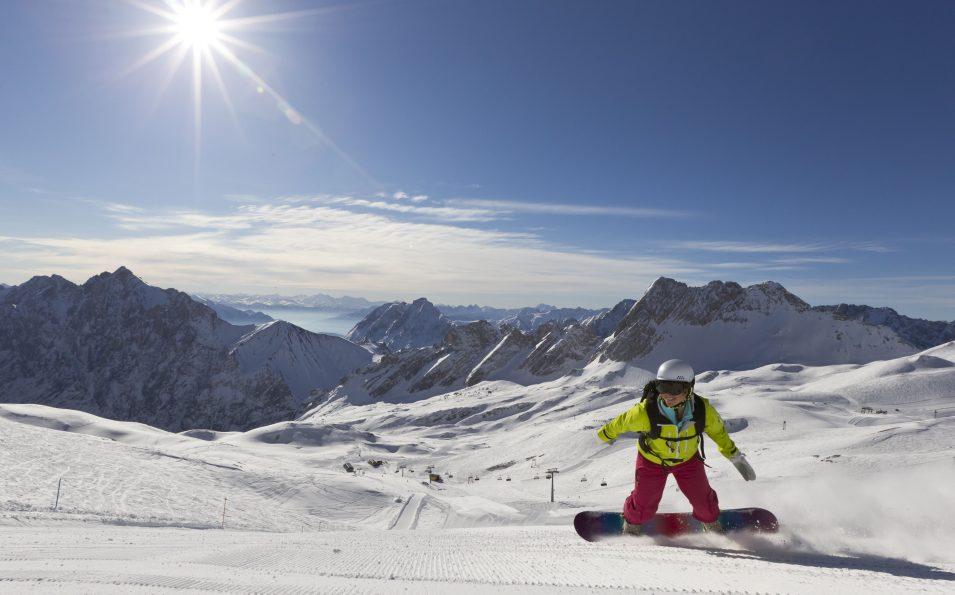 http://www.toursaltitude.com/wp-content/uploads/2014/07/zugspitze_snowboard_3_farys-955x595.jpg