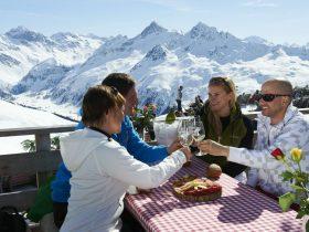 http://www.toursaltitude.com/wp-content/uploads/2014/08/Davos-Bergrestaurant-Stephan-Schlumpf-280x210.jpg
