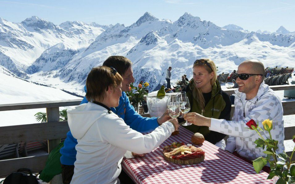 http://www.toursaltitude.com/wp-content/uploads/2014/08/Davos-Bergrestaurant-Stephan-Schlumpf-955x595.jpg