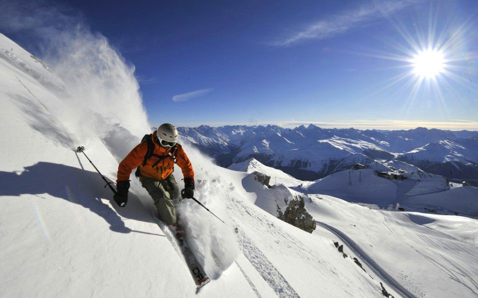 http://www.toursaltitude.com/wp-content/uploads/2014/08/Davos-Freeride-Christian-Perret-955x595.jpg