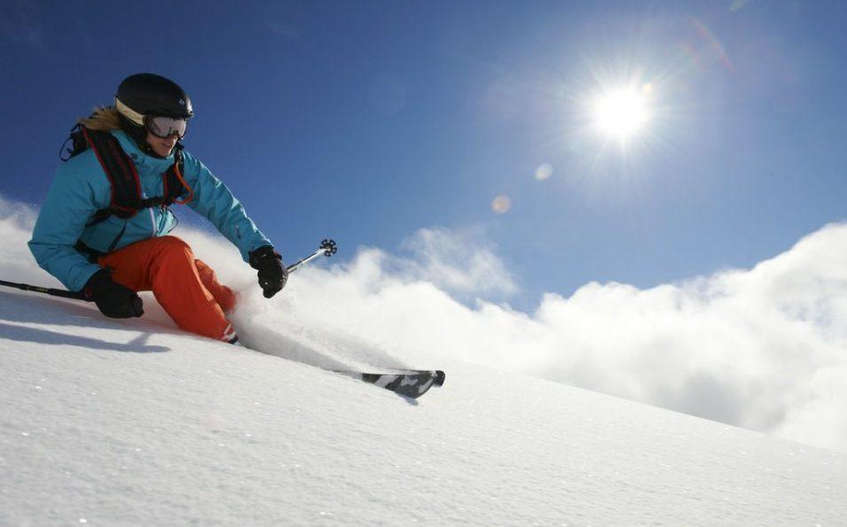 http://www.toursaltitude.com/wp-content/uploads/2014/08/Freeride-Fille-Davos-Stefan-Schlumpf-955x595.jpg