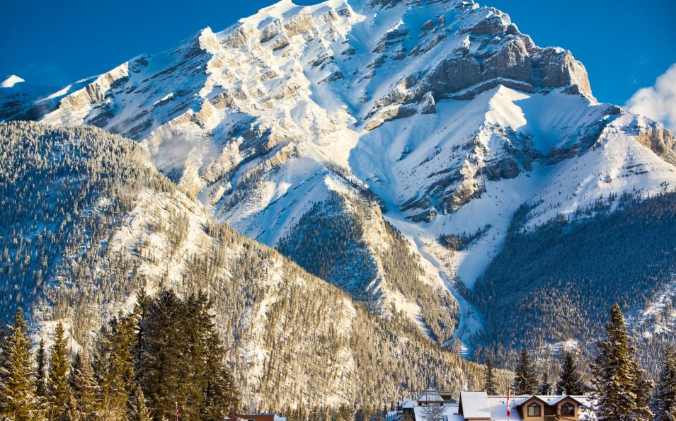 http://www.toursaltitude.com/wp-content/uploads/2015/12/Destination_Signature_Banff_Avenue_Winter_Paul_Zizka_13_Vertical-2048x2115-955x595.jpg