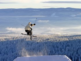 http://www.toursaltitude.com/wp-content/uploads/2016/11/Skier-Big-Air-1-280x210.jpg