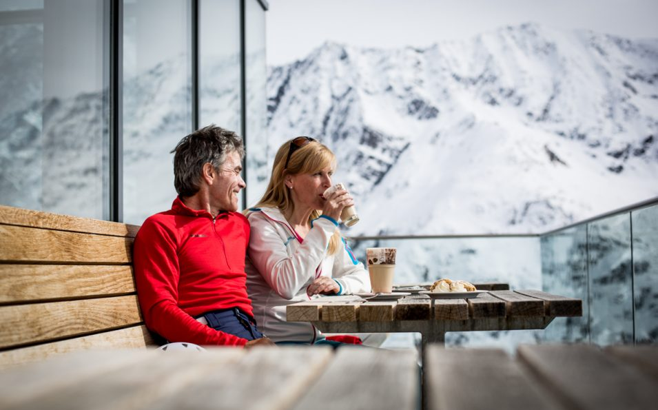http://www.toursaltitude.com/wp-content/uploads/2017/08/Kaffeepause-Terrasse-Sunna-Alm-Restaurant_Rifflsee_Daniel-Zangerl-955x595.jpg