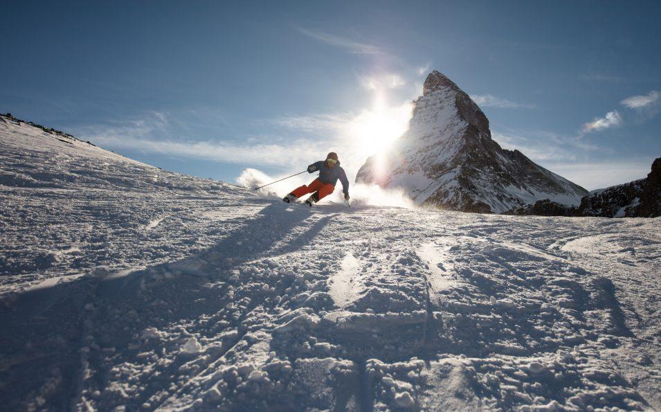 http://www.toursaltitude.com/wp-content/uploads/2018/04/Skifahren-bei-Sonnenuntergang_cr-Pascal_Gertschen-955x595.jpg