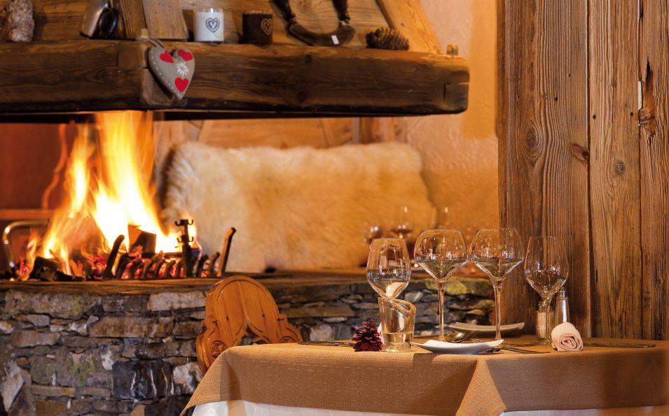 http://www.toursaltitude.com/wp-content/uploads/2018/05/Sherpa_cheminée_restaurant-955x595.jpg